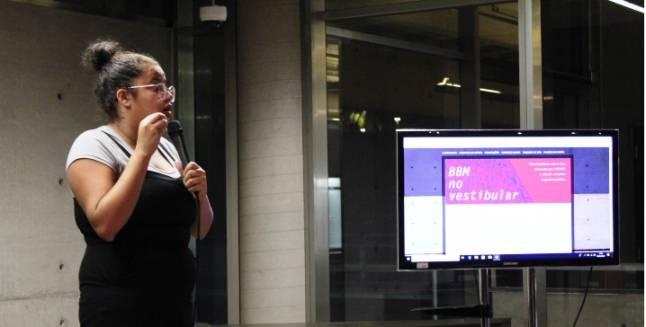 Livros da FUVEST são apresentados aos vestibulandos em evento online da USP